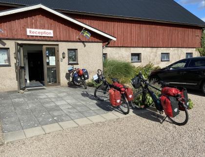 Rödlix Camping & Vandrarhem längs Kattegattleden mellan Varberg & Falkenberg är ett litet mysigt Bed & Bike mitt i Halland