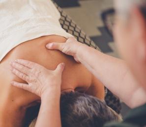 Hot stone massage,  klassisk svensk masage, aromamassage & gravid massage. hos LillYoga & Massage i Tvååker mellan Varberg & Falkenberg.