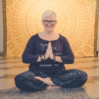 Boka yoga eller massage hos Lill Wennberg på LillYoga & Massage i Tvååker mellan Varberg & Falkenberg