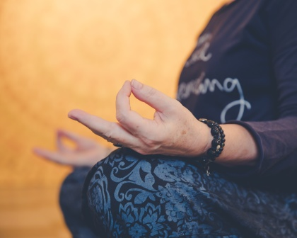 Träna Medicinsk Yoga Drop In hos LillYoga i Tvååker mellan Varberg & Falkenberg.