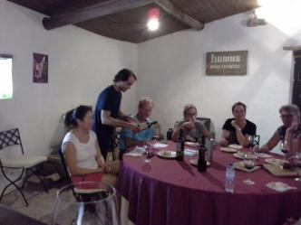 Vinprovning på Encosta da Quinta som producerar det ekologiska Humus vinet