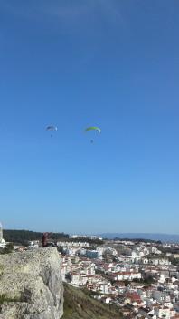 Skärmflygare över Nazaré