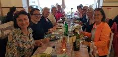 Hitta din egen favorit restaurang bland Nazarés 92 restauranger. Foto Irina