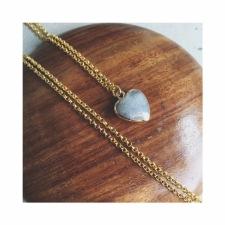 Halsband med hjärta av labradorite -