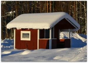 Vår lilla lekstuga. Mycket snö har vi och mer har kommit i natt.