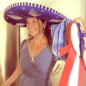Monica Oosterman med en sombrero på huvudet när Atticus tog BIS:et =)