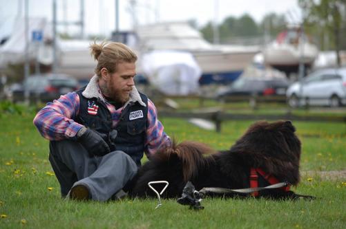 Erik Andersson med Devil... som hellre tittade på annat än på mig...