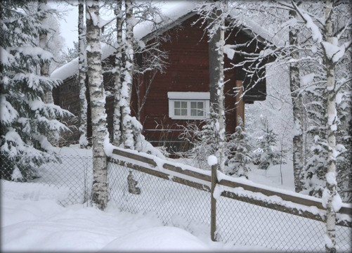Grannens fina uthus i vinterland