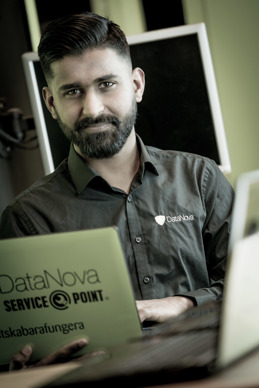 Mubashar Sadiq, Tekniker