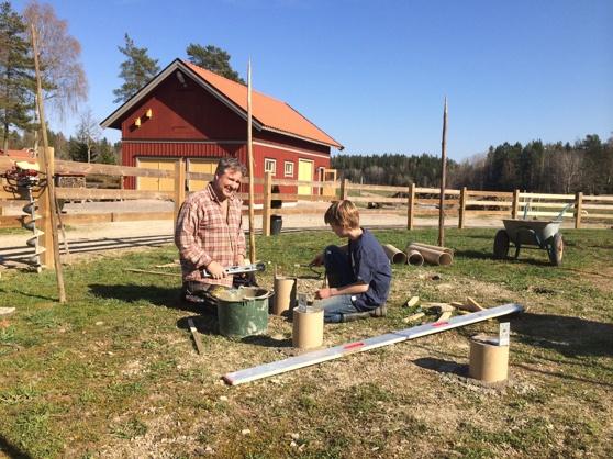 Mannens och yngste sonens projekt ett 8 kantigt hönshus.
