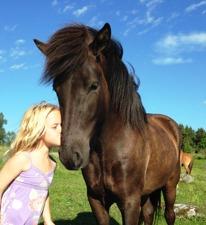Olivia 5 år och Fleygur 4 år