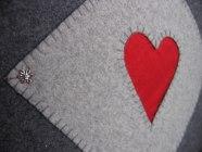 Detalj av handsytt hjärta