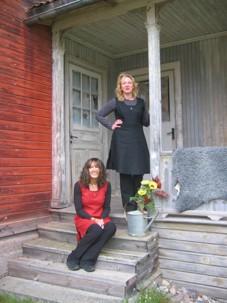 Caroline och Karin i livklänning Tarra