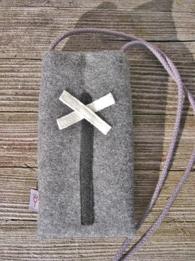 Mobilväska grå med vitt kryss