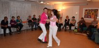 Full fart på dansgolvet. Våra bugglärare uppvisningsdansar.