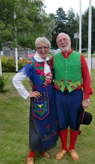Jag och Ebbe poserar i Piteå älvdals dräkt från 1912