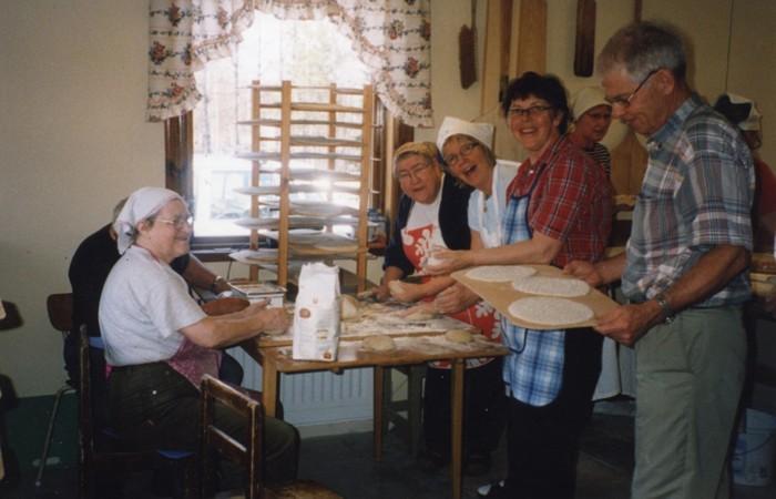 Tunnbrödsbak 2002