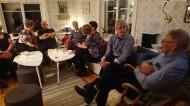 Jättetrevlig fest på Stormyrberget med god mat och dryck. Här lite mingel innan det är matdags.