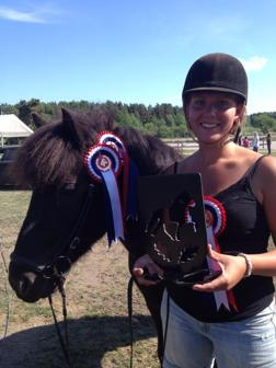 Erika vann Feather Light Rider - här med Fylkir