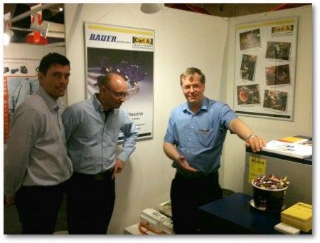 VD Anders Linde på Carl A. Nilssons El. Rep. presenterar Ceccato kompressor för spekulanter.