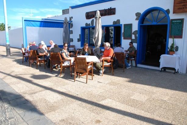 Utflykt till Arrecife, en fika vid hamnen