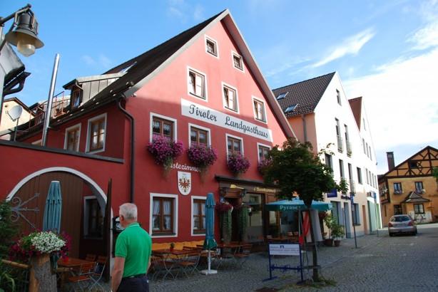 Första övernattningen i sydtyskland i staden Kipfenberg, mycket trevlig stad och hotell.