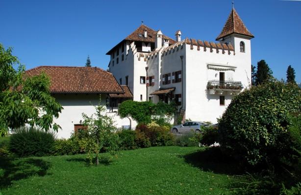 Här stannar vi två dar, Schloss Pasbach i staden Eppan ligger i Italienska sydtirol.