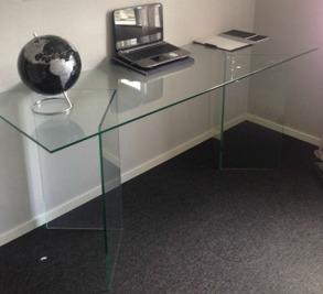 Härdat glas till skrivbord