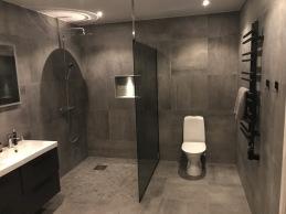 Glasvägg till dusch