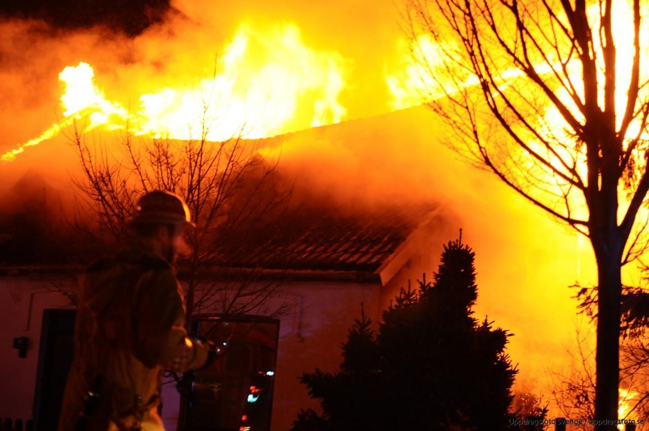 Kraftig brand i eslov misstanks vara anlagd