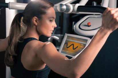 På ditt personliga träningskort finns alla inställningarna lagrade och maskinen ställer in sig helt automatiskt. Bara att trycka start helt enkelt.
