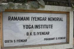 Entréskylt till RIMYI i Pune