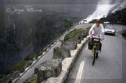 C påväg uppför Trollstigen.