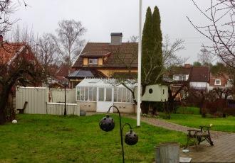 Färdigbyggt växthus med uteplats