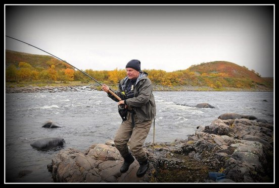 Håkan Struggling White a Big Salmon in Home Pool. Photo Thomas Thore