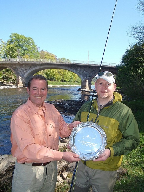 Jesper Holm Nielsen receives the Park Trophy from Ken Reid, River Dee Fisheries Development Officer.