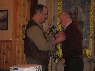 Bengt får kretsnålen av Roland Kylén