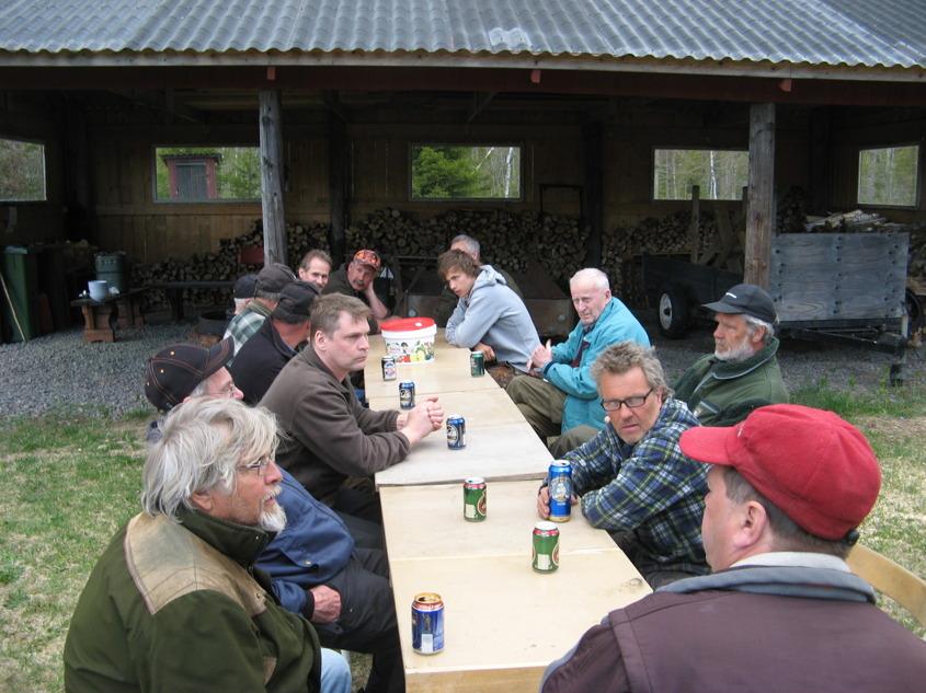 15-tal kom till jakten. Serverades köttsoppa med fralla och dryck.