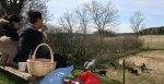Lammsläpp och en fikastund i aprilsolen. Livet är härligt. Klicka på bilden för större format..