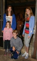 Joanna, Maria, Benedict och Sofia tillsammans med Duffy!  Klicka på bilden för att se den i större version.