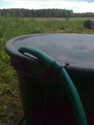 Så här håller du slangen på plats i vatten baljan!