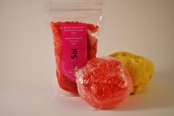 Rosenblad presentpaket - badsalt Rosenblad 130gr,  mjukgörande tvål (utan konserveringsmedel) cirka 75gr och naturlig havssvamp 10-13cm