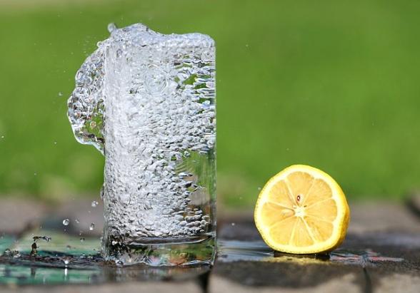 Håll dig sval på varma dagar - drick vatten!