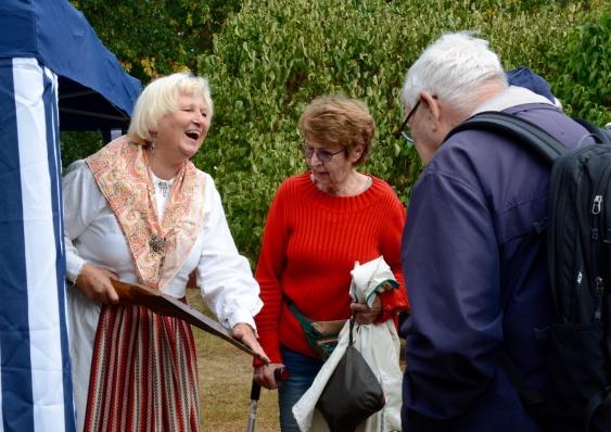 I samband med förra söndagens tipspromenad och firandet av Hembygdens dag, hade Birgitta och Roger Zätterberg tagit med en del gamla grejer som kunde beskådas .