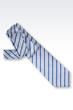 Himmelsblå slips Giorgio Armani.