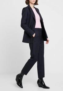 Marinblå kostym, Calvin Klein/Zalando.