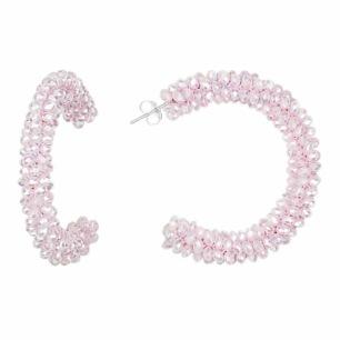 SUI AVA KRYSTLE CRYSTAL HOOPS (finns i tre färger) - HOOPS, rosa