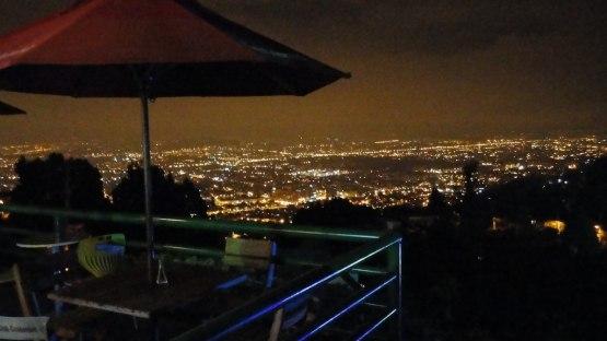 Utsikt över Bogota kvällstid.