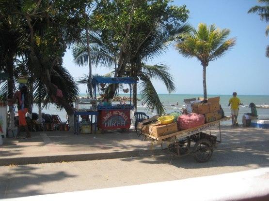 Strandpromenaden i Tolù.