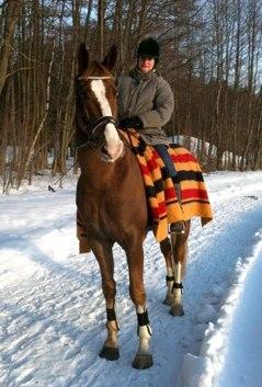 Totte och Heidi på vinterpromenad.